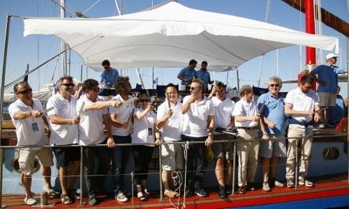 La giuria a bordo del Timoteo durante l'ultima edizione della S.Pellegrino Cooking Cup: anche quest'anno tra i giurati ci sarà Massimo Bottura