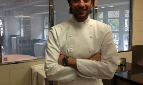 Luigi Taglienti nella cucina a vista del Trussardi alla Scala
