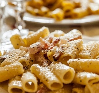 One of the absolute classics of traditional Roman cuisine, gricia. Here presented in Da Teo's version (+39.06.5818355)