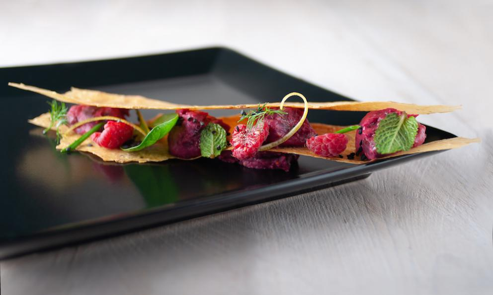 Coloratissimo hummus di fagioli rossi