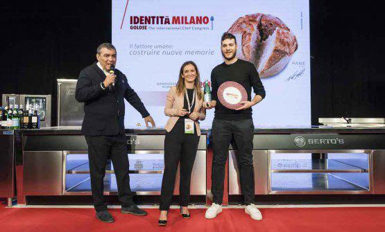 Elisabetta Bracci, Marketing manager diAcqua Panna e S.Pellegrino, premiaFrancesco VincenzidellaFranceschetta 58a Modena col Premio Vent'Anni