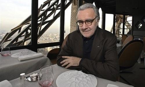Alain Ducasseal tavolo del suo ristorante Jules