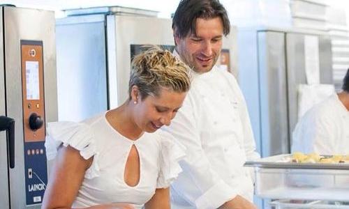 Elisa Arduini con Ivano Ricchebono, marito e chef del ristorante The Cook