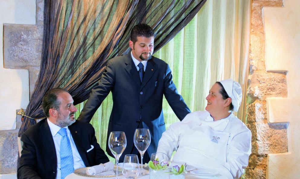 Valeria Piccini, Andrea e Maurizio Menichetti del ristorante Da Caino a Montemerano premiati da Angelo Cremonini presidente di Olitalia
