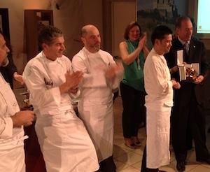 Il vincitoreYoshi Yamada, premiato applaudito dagli altri 3 finalisti del Pasta World Championship(foto Aldo Palaoro)