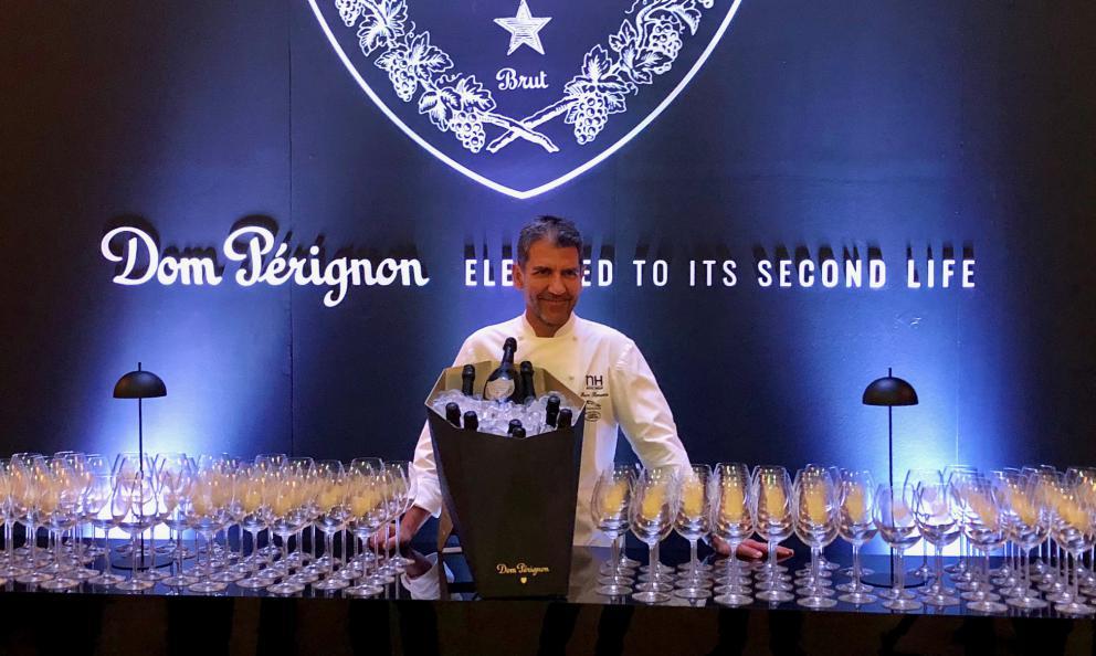 Paco Roncero, chef de La Terraza del Casinò di Madrid, 2 stelle Michelin, lunedì scorsoa Milano per la cena di presentazione dellaPlénitude 2 2002diDom Pérignon