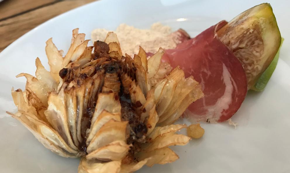 Lampascione fritto con cotto di fichi, farinella e capocollo di Martina Franca