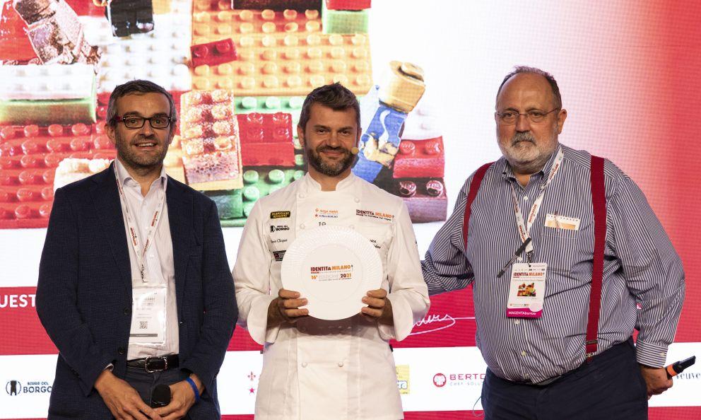 La Regione LombardiapremiaEnrico Bartolini, del ristorante Enrico Bartolini al Mudecdi Milano,col premio Eccellenze Lombarde