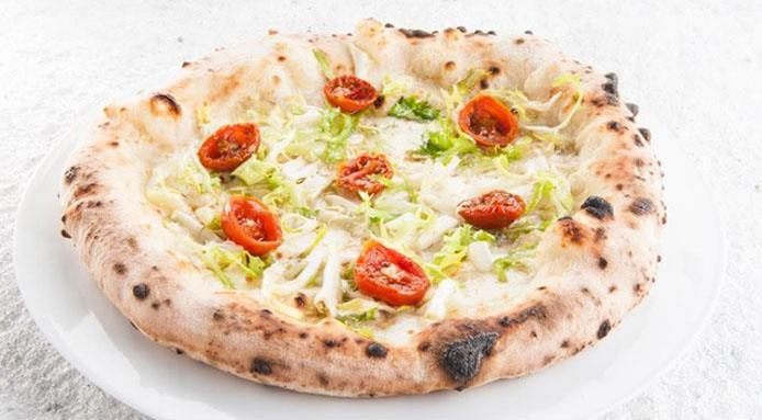 Come andare oltre la Margherita, pensando agli abbinamenti migliori per le pizze in cui si aggiungono (o si tolgono) ingredienti alla ricetta più famosa di tutte? Ecco alcuni suggerimenti