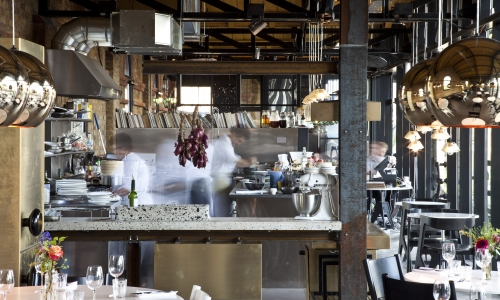 La cucina del Dock Kitchen di Stevie Parle, tra i