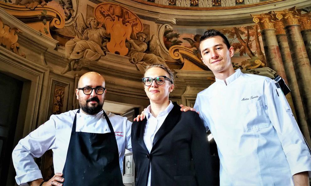 Da sinistra: Marco Cahssai, Martina Mattioli, Mattia Turcato. Rispettivamente chef, maître e pasticcere di Atman a Villa Rospigliosi