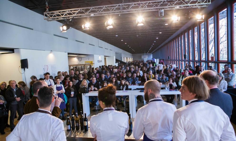 Nella fotogallery le immagini della festa del Milano FOOD&WINE Festival 2015. Foto d'ambiente di Stefania Ciocca - fotodei piatti di FrancescaBrambilla e Serena Serrani