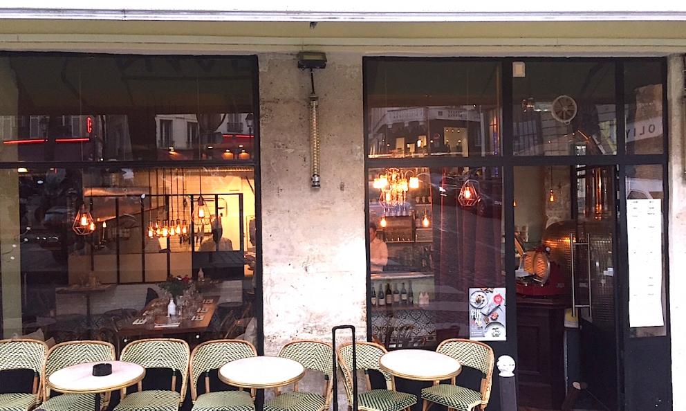 Così si presenta la facciata di Bijou, la pizzaria creativa di Gennaro Nasti a Parigi