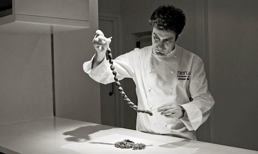 Josean Alija,born in 1978, chef atNeruain Bilbao. A few nights ago, he served a masterful dinner atIdentità Golose Milano. Followed by a four-handed encore withRiccardo Camanini