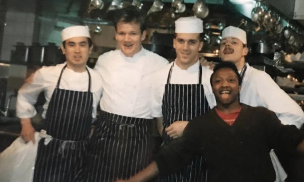 Foto ricordo di trent'anni fa per Davide Oldani, il secondo da destra, in piena gavetta alla Gavroche a Londra. Alla sua destra un giovanissimo Gordon Ramsey