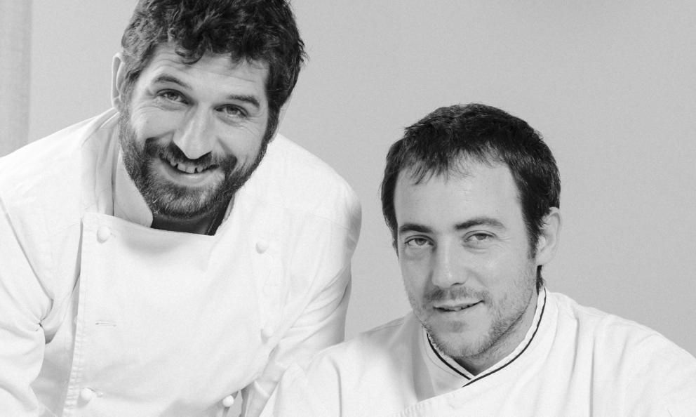 Matias Perdomo e Simos Press, chef del ristorante Contraste a Milano, premiato da Elisabetta Serraiotto Responsabile Marketong e Comunicazione del Consorzio Tutela Grana Padano
