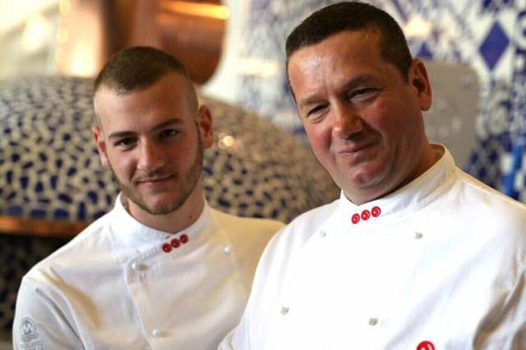 Giuseppe Vesi con il figlio Simone, responsabile degli impasti nella nuova pizzeria di famiglia a Napoli, in via Caracciolo