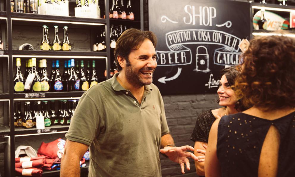Leonardo Di Vincenzo, romano, 42 anni. Ha fondato Birra del Borgoa Borgorose (Rieti) nel 2005. Nel 2016, la vendita alla multinazionale belga-americana AbInBev