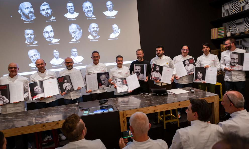 On the 6th of November the curtain fell on edition 2019 atPizzaUpinside the school ofMolino Quagliain Vighizzolo d'Este (Padua) after three days of works with the presentation of the first volume of theAlmanacco della Pizza. In the middle, wearing a black t-shirt, the man who revolutionised contemporary pizza:Simone Padoan