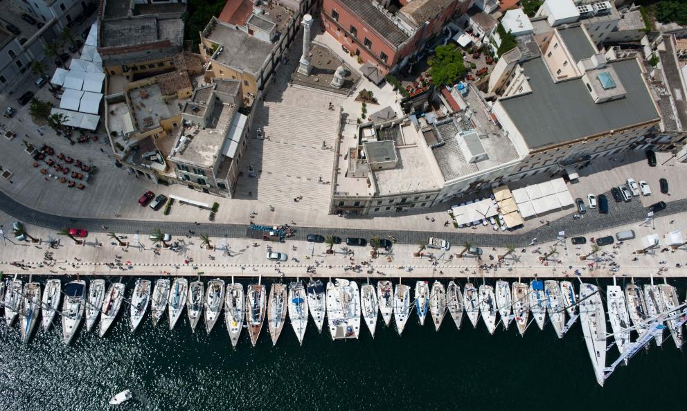 Il porto di brindisi, in occasione della regata Brindisi-Corfù, all'inizio di giugno. Negli stessi giorni ha preso forma Consorzio Discovery Brindisi: racconta le tante realtà che rendono speciale e unica la città
