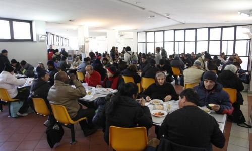 La mensa per i poveri di OSF in attività