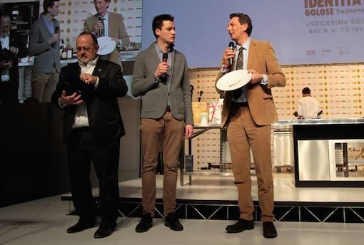 <p><b>Enrico Panero</b>, chef del ristorante <i>Da Vinci </i>di <i>Eataly Firenze</i>, premato da <b>Cesare Baldrighi</b>, presidente del <i>Consorzio di Tutela di Grana Padano</i>, per il piatto dell'anno grazie al sorprendente <i>Cannolo di cous cous</i></p>