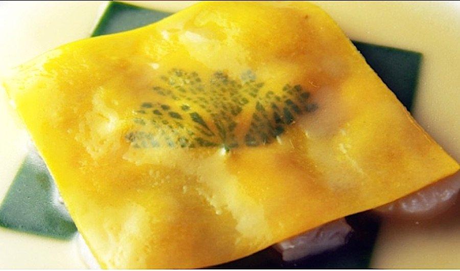 Il Raviolo Aperto, il piatto più celebre di Gualtiero Marchesi