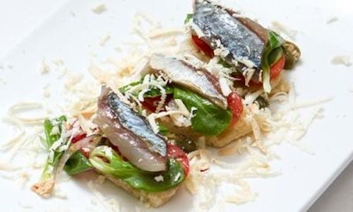 I Saltimbocca con sgombro marinato, insalata medit