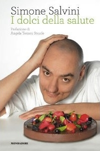 The cover of Simone Salvini's latest book, dedicated to vegan pastry art (Mondadori, 191 pages, 19,90 euro)