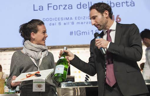 <p>Il&nbsp;Premio Vent&#39;anni&nbsp;&egrave; stato assegnato a&nbsp;<strong>Fabiana Scarica</strong>&nbsp;di&nbsp;<em>Villa Chiara - Orto e Cucina</em>, a Vico Equense (Napoli). Ha premiato&nbsp;<strong>Stefano Marini</strong>, direttore Business Unit Italia di&nbsp;<em>Sanpellegrino</em>.</p>