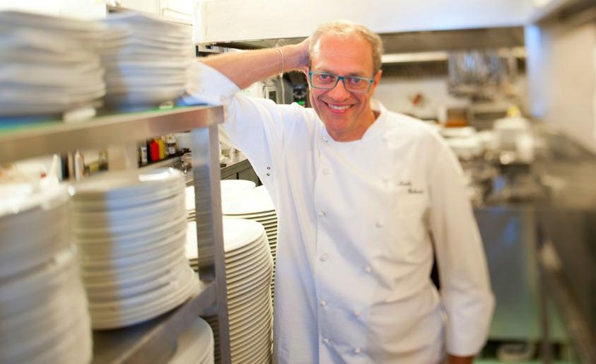 Nicola Batavia, chef torinese classe 1966, al comando del Birichin (via Monti 16a, +39.011.657457) e del bistrot The Egg, bistrot e format per eventi