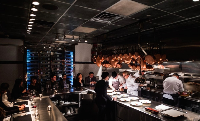 Il bancone diChef's Table at Brooklyn Farea New York, chefCésar Ramirez, 3 stelle Michelin. Indirizzo 431 W 37th street a Manhattan(fotowww.brooklynfare.com)