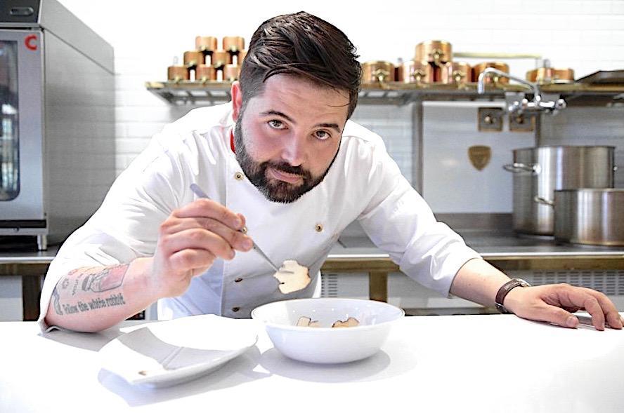Juan Luis Fernández, dettoJuanlu, propone un'interessante cucina franco-iberica alLú Cocina y Almadi Jerez de la Frontera, non lontano da Cadice