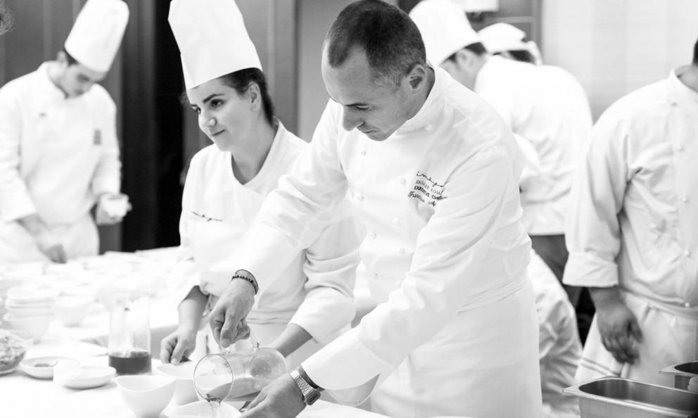 Francesco Apreda e Simona Piga, chef e pasticciera responsabile dei lievitati del ristorante Imàgo dell'hotel Hassler, Roma, premiati da Piero Gabrieli di Molino Quaglia