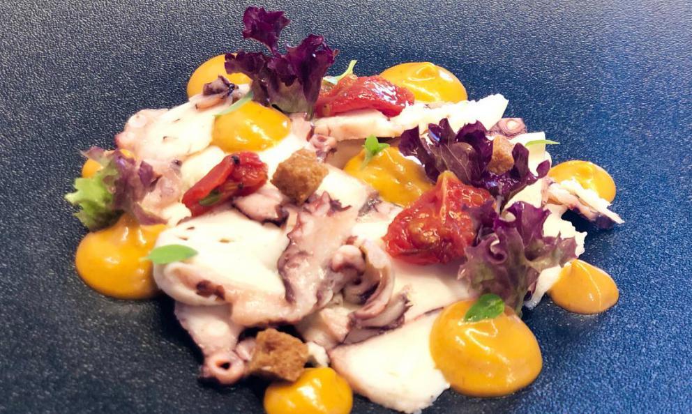 Soppressata di polpo con cavolfiore siciliano all'agro e salsa cocktail artigianale: la ricetta estiva di Joseph Micieli