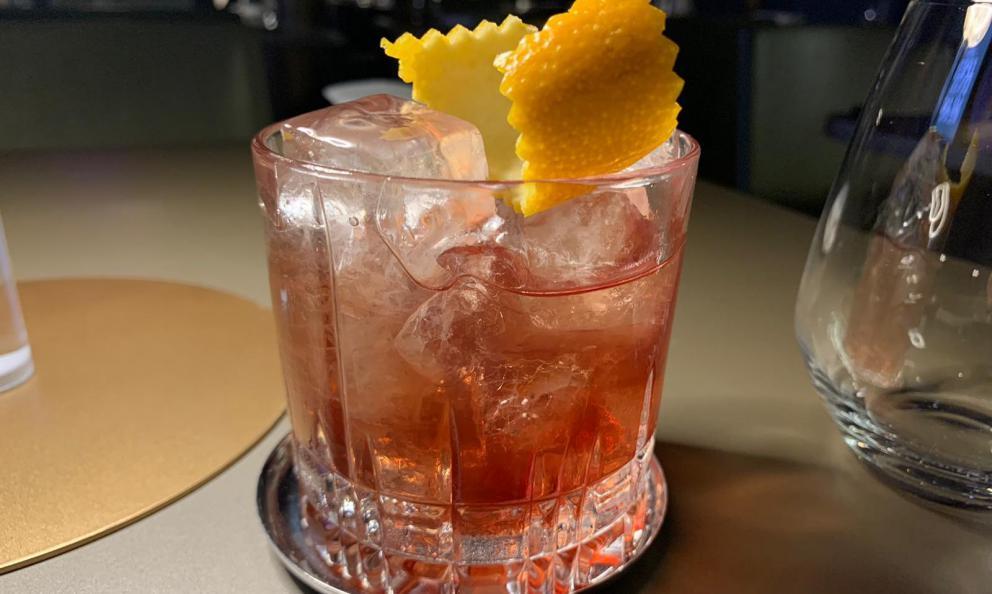 """Argalà Bitter, Vino di visciole, Gin: il primo dei tre cocktail firmati da Angelo Canessa e Luigi Barberis per la cena """"Amariland"""" realizzata in collaborazione con Velier per Identità Cocktail"""