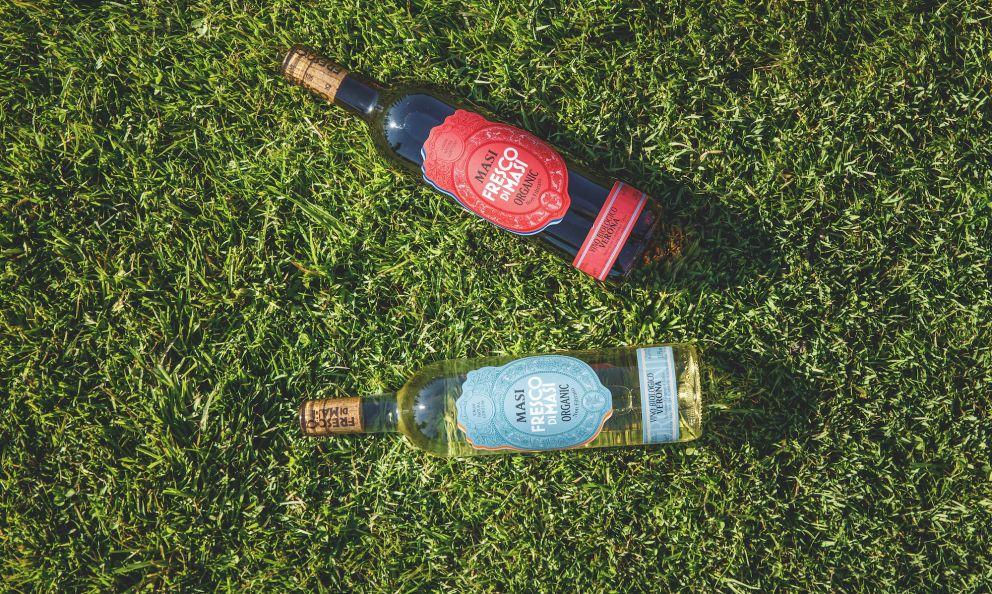 I nuovi vini Fresco diMasi: Bianco (uve garganega, chardonnay e pinot grigio) e Rosso (corvina e merlot)
