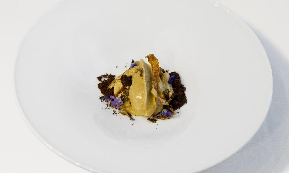 Premio Birra Moretti Grand Cru is a competition on beer used in cooking dedicated to chefs and sous chefs under 35, which this year reached its fourth edition. Davide Del Duca, chef at restaurant Osteria Fernanda in Rome, won the contest with his mini-menu