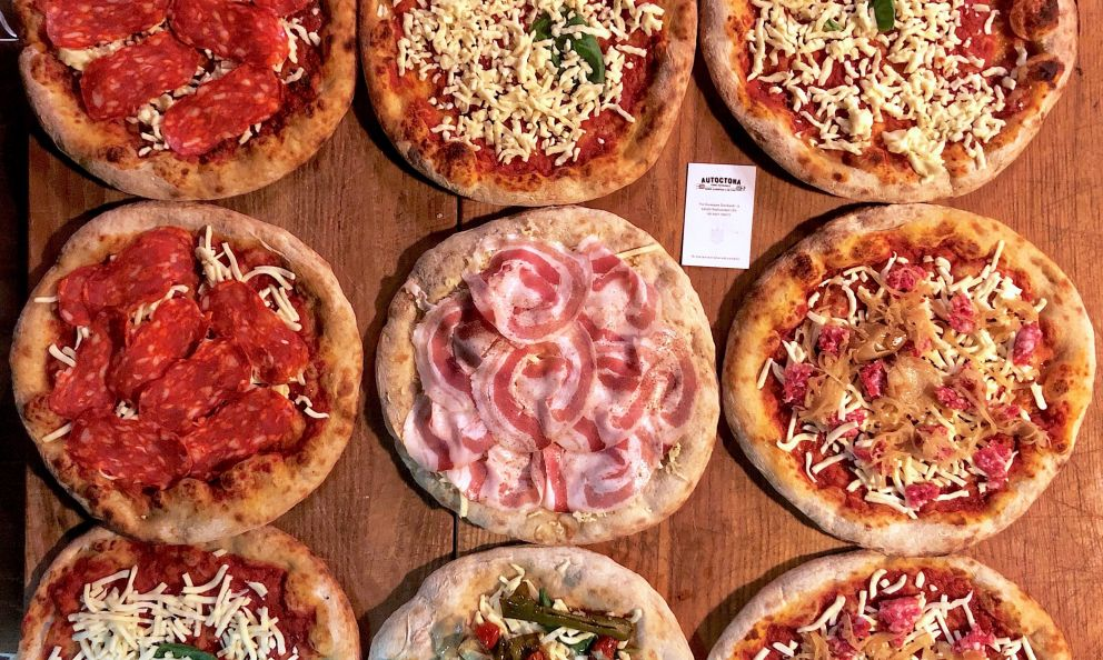 The round pizzas fromTommasoVattiatAutoctonain Radincondoli (Siena)