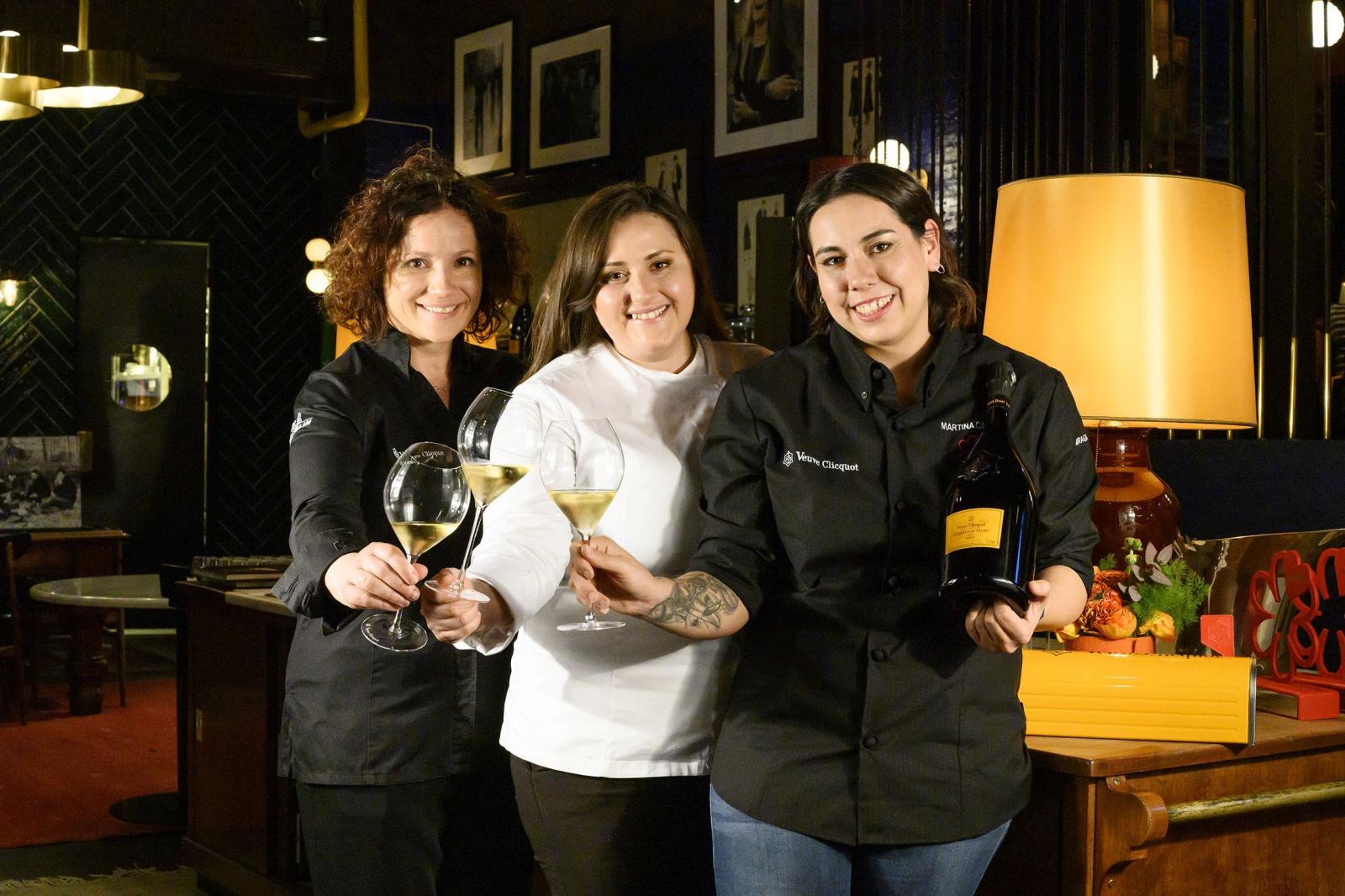 Da sx: Fabrizia Meroi, chef del ristorante Laite di Sappada (BL) – Caterina Ceraudo, chef del ristorante Dattilo di Strongoli (KR) - Martina Caruso, chef del ristorante Signum di Salina (Isole Eolie).