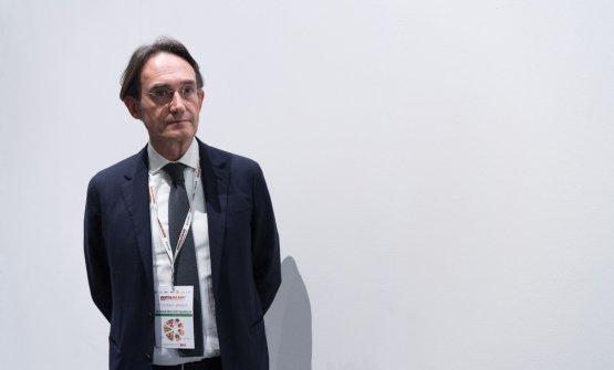 Piero Gabrieli osserva attento