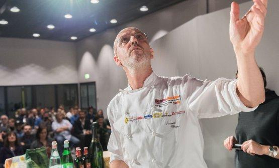 Franco Pepe sul palco di Identità di Pane e Pizza (foto Brambilla-Serrani)