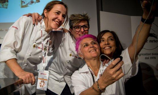 Foto di gruppo al femminile: da sinistra Maria Solivellas, Viviana Varese, Cristina Bowerman e Lisa Casali