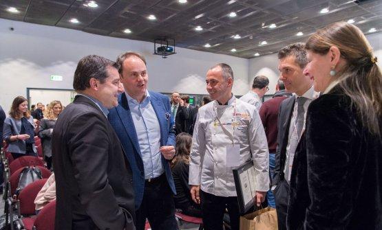 Chiacchiere al termine dei lavori: Josep Roca, Matteo Lunelli, Francesco Apreda e Marco Amato