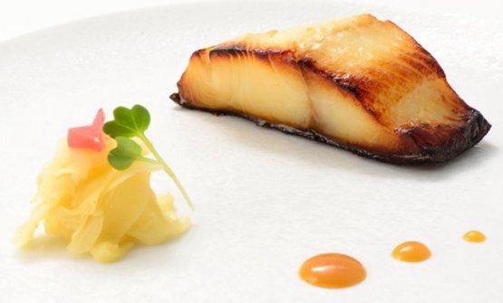 IlGin dara, un piatto a base diun pesce grasso,ma delicato, che viene marinato 72 ore in salsa miso e poi cotto in forno: è stato associato allaBirra Moretti Lunga Maturazione(foto Taddei)
