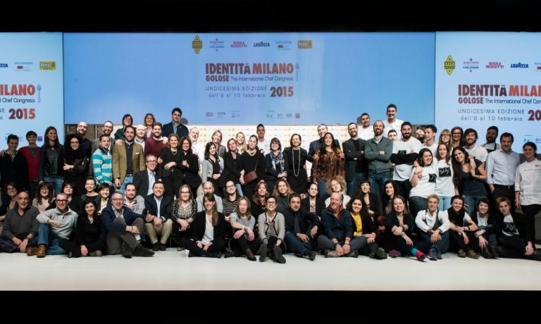 Foto di gruppo finale del grande team che ha dato vita a Identit� Milano 2015