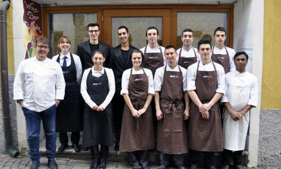 Lo staff del ristorante, con lo chef Alessandro Gilmozzi a sinistra