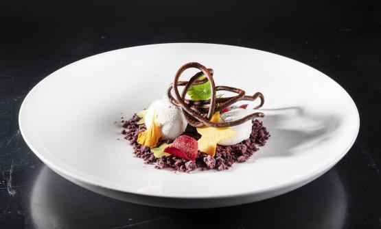 Biancomangiare: latte di mandorla, frutti rossi, foglie di frutta(Giorgio Servetto)