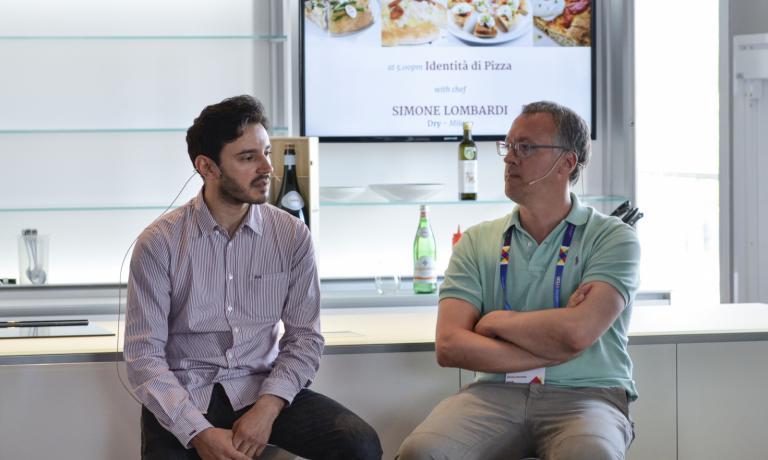Il pizza-chef Simone Lombardi insieme a Gabriele Z