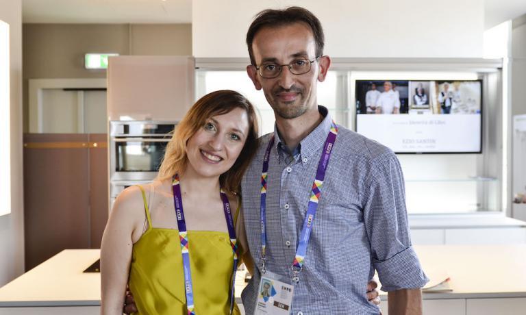 Fabrizio Bonfanti ieri con Valeria Senigaglia, traduttrice ufficiale delle lezioni del pomeriggio diIdentità Expo
